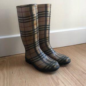 Burberry rain boots size 35 (fits size 36)